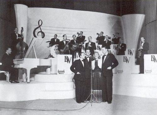 Orkest Dick Willebrandts met zangeres Nelly Verschuur